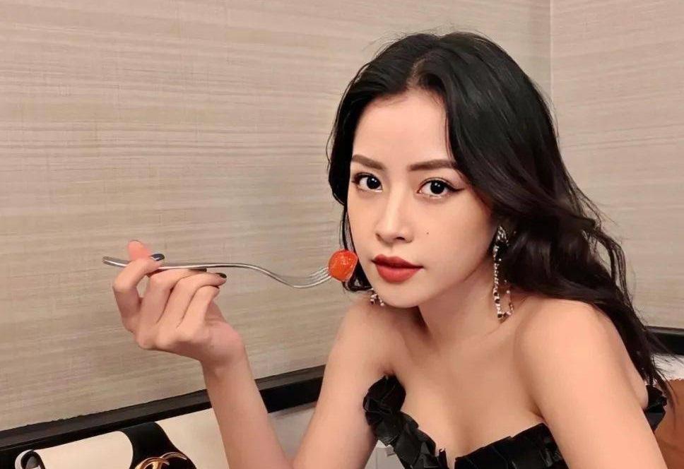 Ca sĩ Chi Pu bất ngờ xuất hiện trên trang tin hàng đầu của Trung Quốc với danh hiệu 'Đệ nhất mỹ nhân Việt Nam'