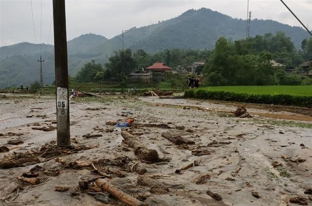 Lũ ống ầm ầm đổ về lúc rạng sáng ở Văn Bàn làm 3 người chết và mất tích