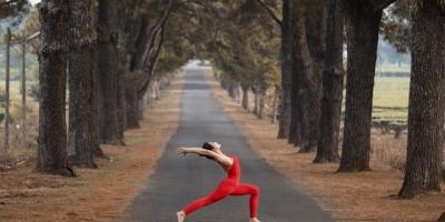 Màn trình diễn yoga ấn tượng của cô giáo 9x giữa khu bảo tồn Kon Chư Răng, Gia Lai