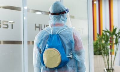 Cận cảnh áo làm mát của sinh viên Bách Khoa giúp y bác sĩ chống nóng mùa dịch