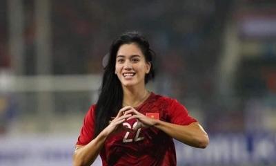 Tuyển Việt Nam được fans biến hình từ 'chiến binh áo đỏ' thành 'mỹ nữ vạn người mê', bất ngờ nhất là trùm cuối